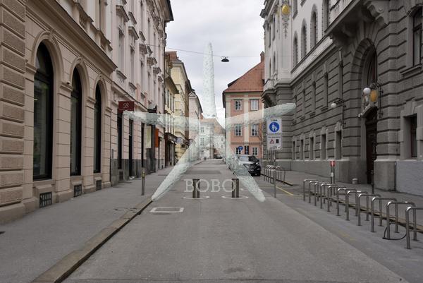 Slovenija, Ljubljana, 24.03.2020, 24. marec 2020  Prazno mestno jedro Ljubljane. Ostani doma  koronavirus, Covid 19  Foto: Žiga  Živulović jr./BOBO