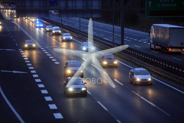 Slovenija, Ljubljana, 25.03.2020, 25. marec 2020  Srbski državljani so v konvoju odpotovali  v Srbijo.športna dvorana Ježica ,koronavirus, Covid 19  Foto: Borut Živulović /BOBO