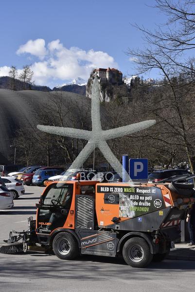 Slovenija, Bled, 14.02.2020, 14. februar 2020  Blejsko jezero, Bled, blejski grad, turizem, mesto, otok, cerkev, ladja, prevoz turistov, čiščenje ulic  Foto: Žiga Živulović jr./BOBO