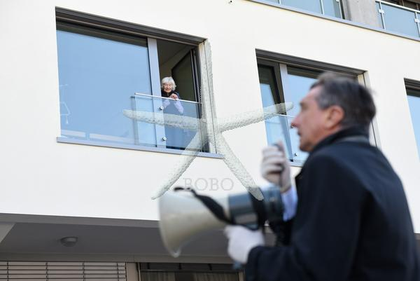 Slovenija, Maribor, 07.04.2020, 07. april 2020  Predsednik RS Borut Pahor je ob svetovnem dnevu zdravja obiskal Dom starejših občanov Tezno. Politika, rizična skupina, Koronavirus, predsednik, obisk  Foto:Miloš Vujinovič/BOBO