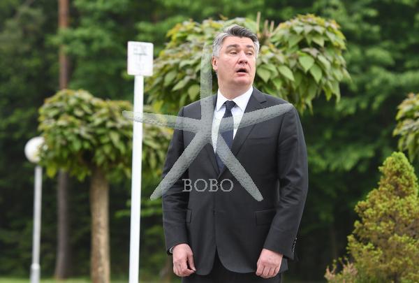 Slovenija, Tezno 15.05.2020, 15. maj 2020  Hrvaški predsednik Zoran Milanovič je položil vence v Teznem. Spominski park, politika,  Foto: Miloš Vujinovič/BOBO
