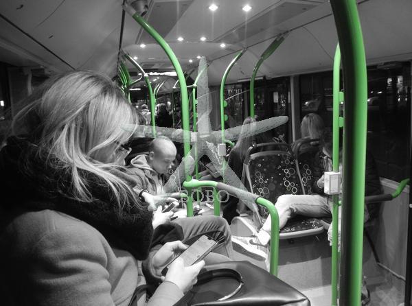 Slovenija, Ljubljana, 07.02.2020, 07. februar 2020  Lpp, avtobus, notranjost, ljudje, potniki, ambient, zelena držala,   Foto: Žiga Živulović jr./BOBO
